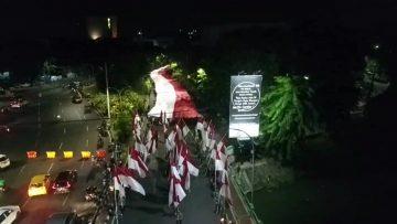 1.500 Orang Angkat Bendera Raksasa