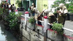 Memancing Sampah Berhadiah Voucher Jajan