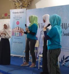 Victoria Hijab Goes To School