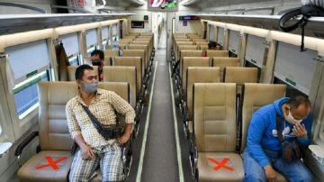 Penumpang Kereta Jarak Jauh Wajib Pakai Face Shield