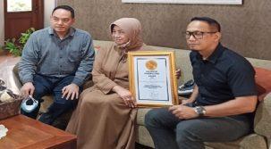 Indonesia Fundraising Award Beri Penghargaan Khusus Gus Sholah